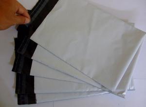 Envelope branco adesivado